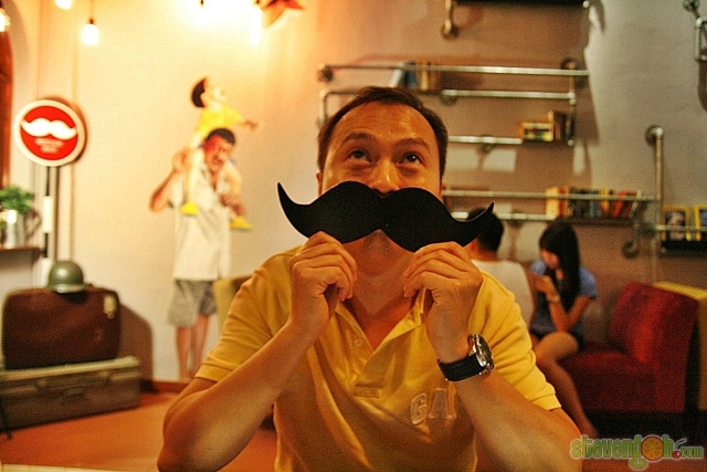 mustache_houze17