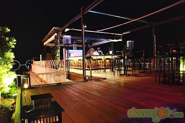 Three_Sixty_Revolving_Restaurant12