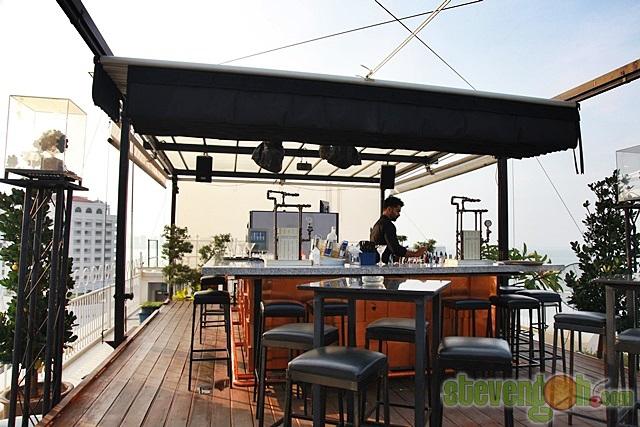 Three_Sixty_Revolving_Restaurant2