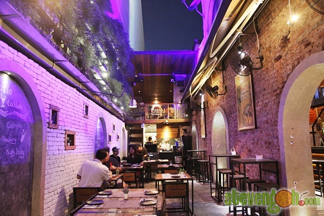 Patios chill out perfect moroccan inspired shaded covered outdoor chill out sitting area with - Decorar un bar de tapas ...